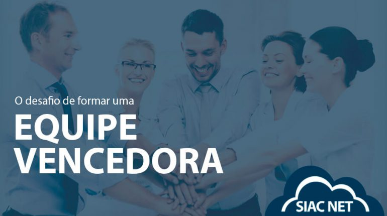 Imagem com equipe de 5 pessoas com mãos unidas e alegres. Título: O desafio de formar uma equipe VENCEDORA